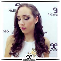 Elige tu maquillaje de acuerdo a la forma de tu cara, al color de tus ojos y la ocasión ¡Recuerda que no es lo mismo un evento de día que uno de noche! Asesórate correctamente Programa tu cita: 3104444 Visítanos: Cll 10 # 58-07 Sta Anita #Peluquería #Estética #SPA #Cali #CaliCo #PeluqueríaEnCali #PeluqueríasCali #BeautyHair #BeautyLook #HairCare #Look