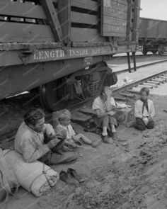 photos of hobos 1930s | Depression family riding the rails | Hobos and Rail Riders
