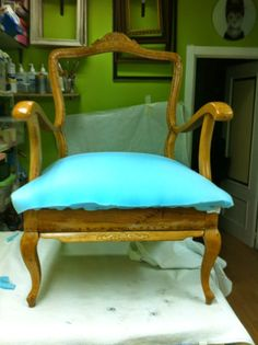 El blog de la restauradora: TAPIZADO EN UNAS BUTACAS DE HAYA Furniture Update, Home Furniture, Restoring Old Furniture, Vanity Bench, Slipcovers, Accent Chairs, Upholstery, Dining Chairs, Living Room