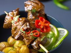 Discover our easy and quick recipe for Thai Beef on Current Cuisine! Mexican Food Menu, Mexican Food Recipes, Beef Recipes, Ethnic Recipes, Healthy Eating Tips, Healthy Nutrition, Russian Recipes, Italian Recipes, Thai Beef Recipe