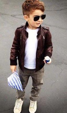 alonso mateo haircut for boys + outfit. Little Boy Fashion, Baby Boy Fashion, Fashion Kids, Toddler Fashion, Fashion Clothes, Jackets Fashion, Fashion 2016, Boys Fashion Style, Spring Fashion