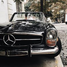 Mercedes cool Young Sophisticated Luxury Mercedes 2017 – – World Bayers Mercedes Auto, Retro Cars, Vintage Cars, Antique Cars, Adam Gallagher, Bmw Autos, Classic Mercedes, Mercedes Black, Dream Garage