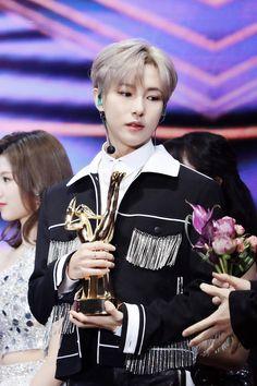 """a thread of renjun looking like a prince cause he is one"" K Pop, Huang Renjun, Daddy Long, Fandoms, Entertainment, Winwin, Dream Guy, Taeyong, Jaehyun"