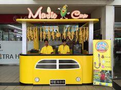 Citroen Hy Van Food Truck Mockup - Half Side View in Vehicle Mockups on Yellow Images Object Mockups Kiosk Design, Display Design, Booth Design, Mobile Food Cart, American Dinner, Hot Dog Cart, New York Style, Restaurant Design, Street Food