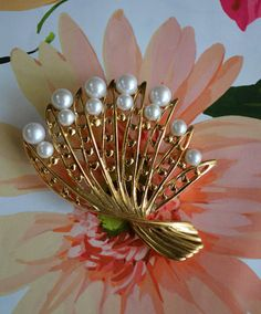 Vintage Gold Tone Fan Shaped Brooch With Faux Pearl Accents
