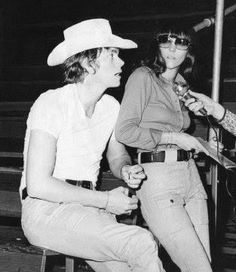 Richard Carpenter and Karen Carpenter. Richard Carpenter, Karen Carpenter, Karen Richards, Seventies Fashion, Thanks For The Memories, Vintage Music, Perfect Woman, Forever Young, Cool Bands