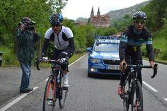 """""""@Alishe16: Mis 2 ciclistas favoritos en un lugar de ensueño @Carlos Barredo @pedrodelgadoweb #Covadonga #Asturias pic.twitter.com/9ZfXt38n4d"""