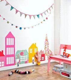 // INSPIRAÇÃO // Quartinho que valoriza a parede! Amamos o colorido das casinhas e os varais! Na nossa loja tem varalzinho para você não ficar de fora dessa tendência de decoração ✨ www.MOOUI.com.br✨  Siga AMOMOOUI no Pinterest!  #pinterest #inspiration #archilovers #architecturelovers #beautiful #becreative #bedroom #bedroomdecor #decor #decoracao #decorlovers #designinspiration #details #home #homedecor #inspiration #interiordesign #interiors #style #trend