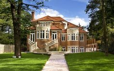 Один из многих красивых фасадов, размещенных в базе фасадов ДК.