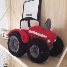 Så blev denne traktor færdig .. #madebyjalo #hækl #hækle #hækler #hæklet #hækleri #hækling #hækloman #hæklerier #hæklehygge #hæklehækle #hækletosse #hækletlegetøj #crochet #crochets #crocheted #crocheting #crochettoy #crochetlove #crochetcrazy #crochetfreak #crochetersofinstagram by made_by_jalo
