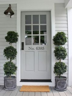 Painting your front door is one of the best ways to add curb appeal to your home. Get inspired by these tried and true front door paint colors! Best Front Door Colors, Best Front Doors, Grey Front Doors, Front Door Paint Colors, Painted Front Doors, Exterior Paint Colors, Exterior House Colors, Grey Exterior, Black Doors