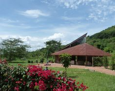 The award winning Rwenzori Founders Sculpture Gallery building Centre, National Parks, Sculpture, House Styles, Gallery, Building, Art, Art Background, Roof Rack