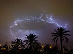 The latest dust storm brought blowing dust to the west and east Valley. Lightning Facts, Lightning Cloud, Ride The Lightning, Lightning Storms, Thunder And Lightning, Lightning Strikes, Wild Weather, Weather And Climate, Thunderbolt And Lightning