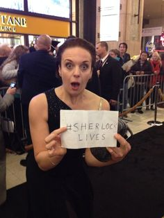 Amanda Abbington at the premiere of her old man's Hobbit thing. She knows what is really important, though.