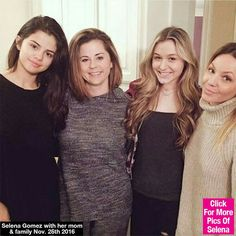 Selena with her family💋💋❤❤❤