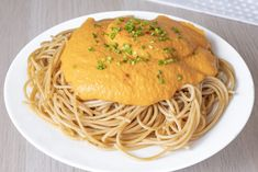 Cremosa salsa de calabaza para espaguetis | Cocina Inspira Pasta, Spaghetti, Ethnic Recipes, Food, Pumpkin Dip, Cooking, Being Healthy, Eten