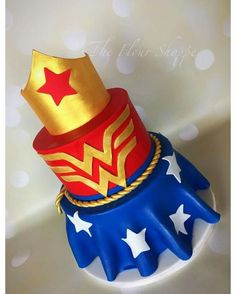 Wonder Woman Theme Party - Celebrat : Home of Celebration, Events to Celebrate, Wishes, Gifts ideas and more ! Birthday Cakes For Women, Birthday Cake Girls, Birthday Woman, Birthday Cupcakes, Wonder Woman Birthday Cake, Party Cupcakes, Birthday Ideas, 5th Birthday, Wonder Woman Kuchen