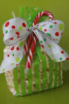 Peppermint Popcorn | Easy Recipe| So Yummy http://www.make-it-do.com/make-it/make-it-do-gift-peppermint-popcorn/