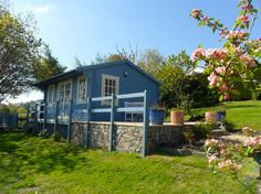 Pembrokeshire Log Cabin mini tour, sweet little vacation rental in Wales, UK - Tiny House Swoon