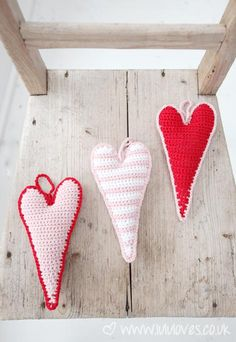 Ravelry: Crochet Skinny Hanging Hearts pattern by Emma Escott Crochet Motifs, Knit Or Crochet, Crochet Hooks, Crochet Patterns, Ravelry Crochet, Yarn Projects, Crochet Projects, Crochet Gratis, Crochet Decoration