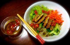 Vietnamese style rice vermicelli with crunchy chicken