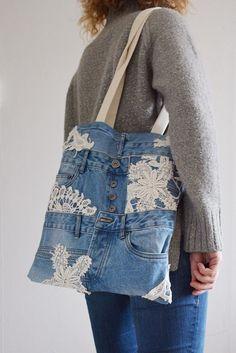 Light blue denim tote bag with lining + inside pocket // lace detailing - shabby chic // recycled denim - upcycled bag // shopp Denim Tote Bags, Denim Handbags, Denim Purse, Denim And Lace, Blue Denim, Look Jean, Estilo Jeans, Jean Purses, Denim Ideas