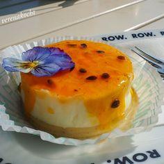 Mini Marshmallows, Travel Around The World, Travelling, Europe, Yummy Food, Eat, Desserts, Food Trip, Soft Serve