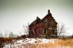 Old Abandoned Houses, Abandoned Places, Old Houses, Old Buildings, Beautiful Buildings, Macro Photography, Old Pictures, Old And New, Old Things