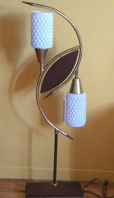 VINTAGE MID CENTURY MODERN LAMP MAJESTIC RETRO