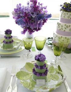 Garden Wedding Wedding Flowers Table Scape ~ Setting Purple and Green Tables Tableaux, Beautiful Table Settings, Deco Floral, Dining Room Sets, Dining Table, Decoration Table, Green And Purple, Lavender Green, Purple Wine