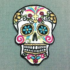 patch crne blanc croix tte de mort skull mexique color fleurs coeurs ecusson brod applique