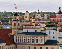 """Vilnius, Lithuania, Vaizdas pro viešbučio """"AAA Kempinski Hotel Cathedral Square"""" langą."""
