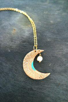 Goldene Kette mit Halbmond-Anhänger und Farbtupfer in Türkis/ golden crescent moon necklace made by _Irmy_ via DaWanda.com