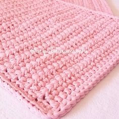 Square crochet rug: 80 amazing ideas and step by step models – RUG Crochet Rug Patterns, T Shirt Yarn, Merino Wool Blanket, Rug Making, Crochet Projects, Sewing Crafts, Embroidery Designs, Knit Crochet, Quilts