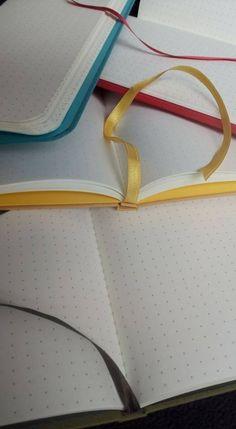 interiores punteados en colores combinados con tapas
