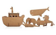 Una moderna arca di Noè, realizzata in cartone eco-sostenibile per portare in salvo, prima del diluvio universale, tutti gli animali. Sì, ma proprio tutti! Perché oltre al leone, alla giraffa e all'ippopotamo, c'è anche una balena! Un gioco semplice dal design contemporaneo, che coinvolge piccoli e grandi alla riscoperta di una storia antica, in modo allegro e creativo.