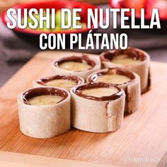 Video de Sushi de Nutella y Plátano If you have a craving for a rich dessert with nutella, this incredible nutella and banana sushi is just what you are looking for. Mexican Food Recipes, Snack Recipes, Dessert Recipes, Cooking Recipes, Köstliche Desserts, Delicious Desserts, Yummy Food, Deli Food, Kitchen Recipes