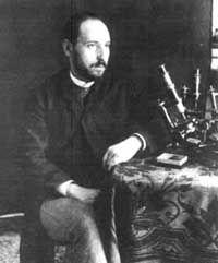 Santiago Ramón y Cajal. Publicó más de 200 artículos,  varios libros. Obtuvo numerosos premios entre los que destacan el premio Moscú, otorgado por el Congreso Internacional de Medicina en 1900; la medalla de oro del Helmhoba concedida por la Academia de Ciencias de Berlín en 1904 y el Premio Nobel de Medicina (compartido por Golgi) en 1906