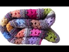 How to knit an easy and fast crochet blanket Crochet Square Patterns, Crochet Blanket Patterns, Baby Blanket Crochet, Scrap Yarn Crochet, Crochet Poncho, Fast Crochet, Diy Crochet, Crochet Videos, Easy