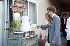 If you like the old rustic look this is a unique way to display your wedding cake.