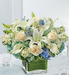 blue and green flower centerpiece - Buscar con Google