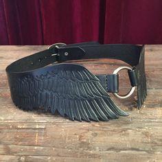 Cintura de cuero fileteado alas aves con por ContrivedtoCharm