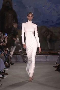 Look Fashion, 90s Fashion, Couture Fashion, Paris Fashion, Runway Fashion, High Fashion, Fashion Show, Fashion Dresses, Fashion Design