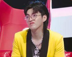 kris wu pics (@yifanarchive) | Twitter Funny Kpop Memes, Exo Memes, Kris Wu, Exo Stickers, Troll Face, Ugly Faces, Wu Yi Fan, When You Smile, Meme Faces