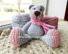 http://abrazables.blogspot.com.ar/2014/09/mini-teddy-bear.html Free pattern in Spanish & English