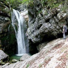 De Mostnica kloof is één van de mooiste natuurlijke bezienswaardigheden in Bohinj meer gebied in noord Slovenië. / www.mijnslovenie.com/wandelen-door-mostnica-kloof/ foto bron Han Vroon / @MijnSlovenie