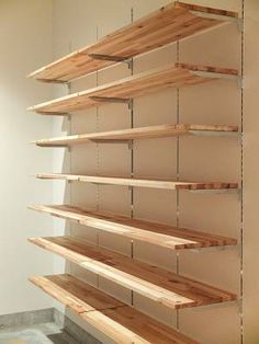 How to build garage shelves yourself! Retail Shelving, Garage Shelving, Garage Storage, Storage Shelves, Glass Shelves, Clothing Store Displays, Clothing Store Design, Supermarket Design, Retail Store Design