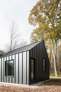 HOUSE N°4,completed in the autum of 2017, is located in rural Berkshire County, MA. Based on minimization of construction waste, and maximization of building performance, this design achieves a high level of performance and comfort utilizing readily avai