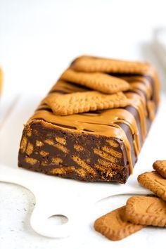 Tray Bake Recipes, Baking Recipes, Cake Recipes, Dessert Recipes, Chocolate Fridge Cake, Chocolate Biscuit Cake, Biscoff Cake, Biscoff Cheesecake, Lazy Cake