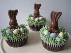 Chocolate Easter Bunny Cupcakes (no recipe) Easter Bunny Cupcakes, Easter Cookies, Easter Treats, Easter Dinner, Easter Brunch, Easter Table, Easter Party, Easter Gift, Easter Decor